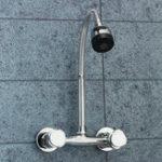 Оригинал Хромированная раковина Смеситель для смесителя Двойная ручка Горячая холодная вода Смеситель регулируемый Поворотный носик Кухня