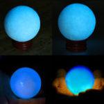Оригинал 50мм Синее свечение в темном камне Светящаяся жемчужина Кварцевая кристаллическая сфера Бал Ночной жемчуг