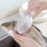 Оригинал ПластиковаярыбаШкалаСкребковыйножс крышкой Кухонная рыба Весы Скребки Phosphorus Шкала Набор Fish Шкала Remover Kitchen Набор 3 цвета