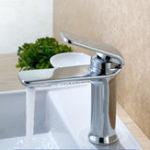 Оригинал Простой горячий и холодный одноручный смеситель для воды Ванная комната Смеситель для раковины для раковины для раковины 4 цвета