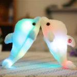 Оригинал 32cmСветящиесяплюшевыедельфиныКуклаСветящиеся Светодиодный Игрушки для животных Soft цветful Кукла Подушка