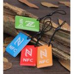 Оригинал (4 шт. / Лот) Ntag216 NFC Пустые метки Ключевые токены 13.56 МГц RFID Смарт-карта для всех телефонов NFC Android