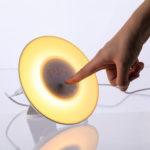 Оригинал              Сигнал тревоги Wake Up Light Часы Цифровое моделирование восхода / заката солнца Часы 7Colors Световые звуки Функция повтора Сенсорное управление FM