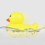 Оригинал              2.4G электрический RC Лодка моделирование маленькая утка транспортных средств Водонепроницаемы ртр модель детская игрушка для душа амфибия