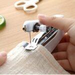 Оригинал              Портативная ручная швейная машина Home Pocket Mini Tailor Stitch Рукоделие Нить