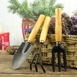 Оригинал              3Pcs Gardening Инструмент Набор садовых инструментов для посадки Длинноногая лопата, трехзубая борона, трехсимвольная вилка