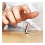 Оригинал              Flipo Flip Четырехсторонний декомпрессия цинкового сплава Артефакт Металл Кончик пальца Игрушка декомпрессии Настольные игрушки Flip