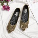 Оригинал              Женская замшевая обувь на плоской подошве с острым носком и стразами